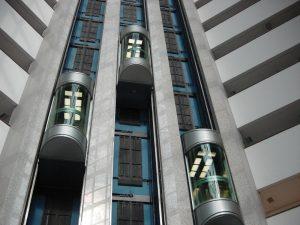 آسانسور در ساختمان های بلند